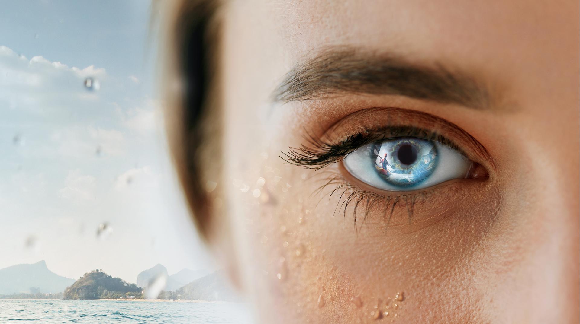 AugenCentrum Bayreuth: Lichtreflexion eines Ruderers im Auge einer jungen Frau