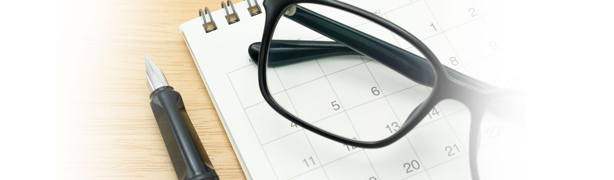 Termin buchen im AugenCentrum Bayreuth: Terminkalender liegt auf dem Tisch